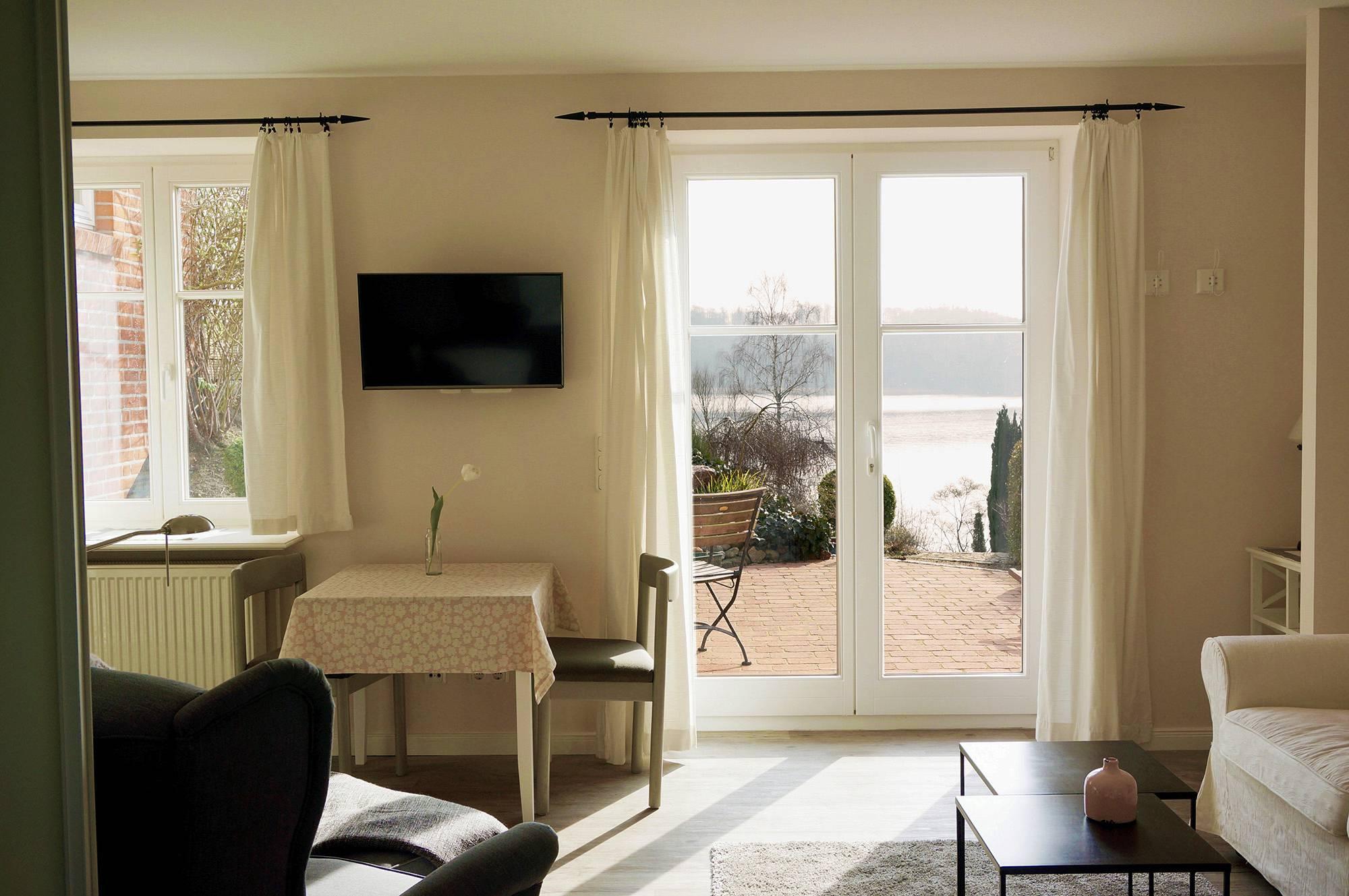 rosenhaus k chensee in ratzeburg ihre ferienwohnung mit seeblick. Black Bedroom Furniture Sets. Home Design Ideas